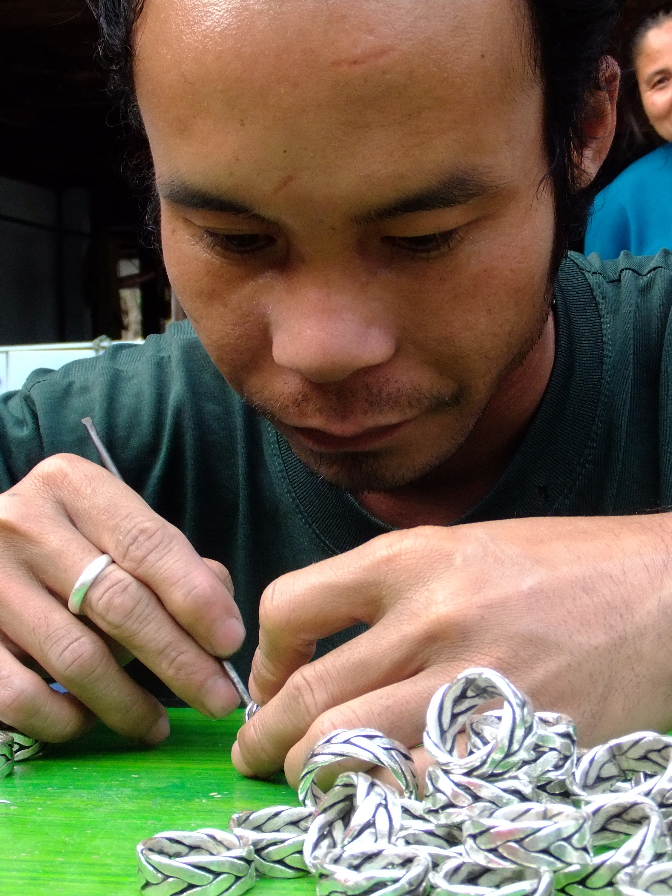 Homme Karen finition des bijouxen argent